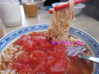 "Signature Crispy ""Piggy"" Bun & Fresh Tomato Noodle Soup at 勝香園 @ Sheung Wan, HK Island (香口脆脆和番茄汤面 @ 上環勝香園大排檔)"