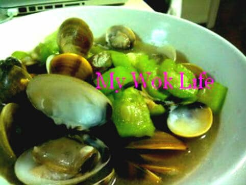Fresh Clams and Mallow Squash Soup (鲜蛤角瓜汤)