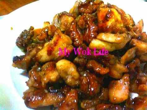 Walnut & Diced Chicken Stir-Fry (核桃炒鸡丁)