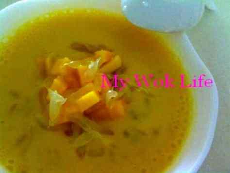 Chilled Mango & Pomelo Sago Dessert (杨枝甘露)