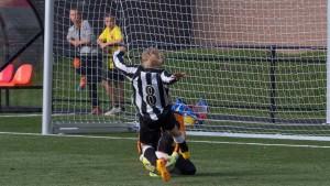 Moment uit de wedstrijd MZC E1 tegen Nieuwland E1G  van 29-08-15.