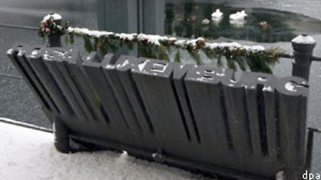 Ein Mahnmal erinnert an Rosa Luxemburg am Berliner Landwehrkanal, in dem man Luxemburgs Leiche erst vier Monate nach ihrer Ermordung fand.