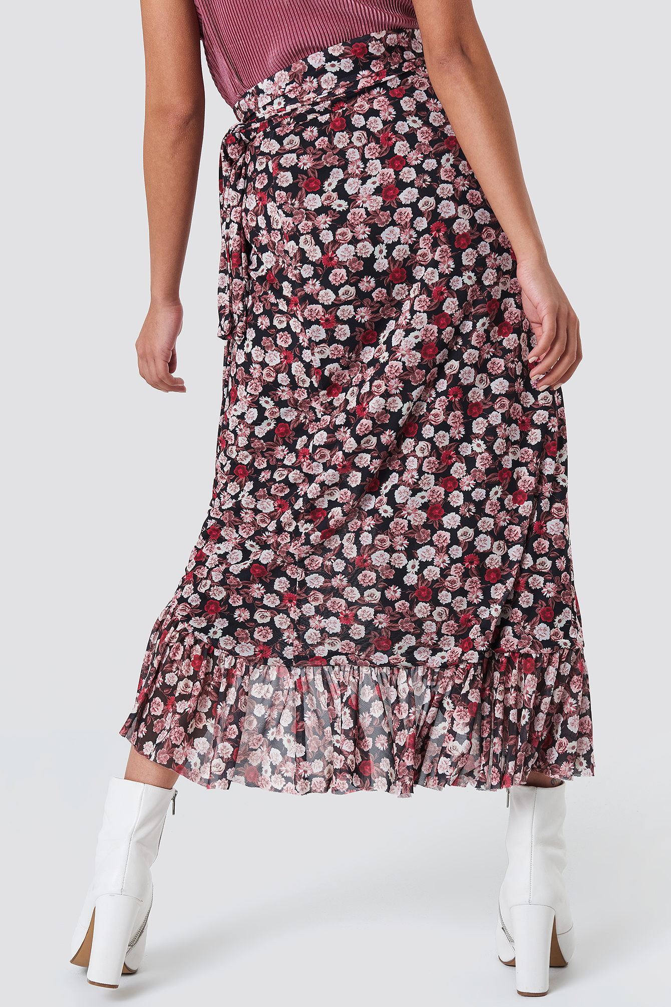 358cff5624c Skirt With Red Flowers | Gardening: Flower and Vegetables