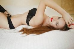 Sexy Girl guckt verführerisch