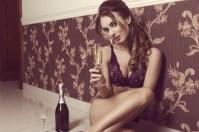 Sexy Girl trinkt Sekt