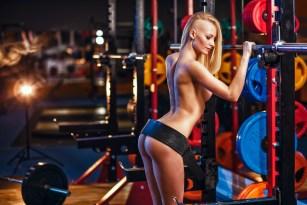 Sexy Girl im Fitness-Studio