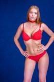 Sexy Rothaarige im Bikini