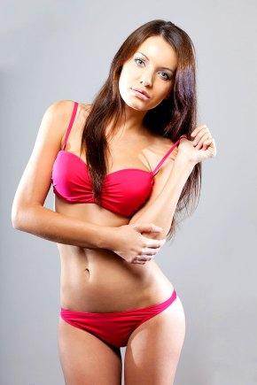 Sexy Brünette im Bikini
