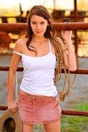 Sexy Cowgirl im Minirock