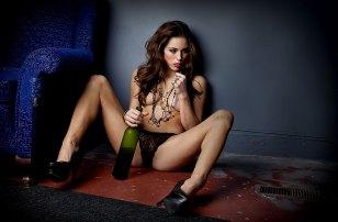 Sexy Girl mit Wein