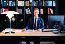 صورة مؤتمر صحفي عاجل: الخارجية الدنماركية تغير أدلة السفر بسبب انتشار كورونا