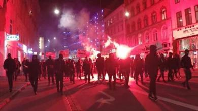 صورة بعد أعمال شغب.. الشرطة تفض مظاهرة في كوبنهاجن ضد إجراءات كورونا