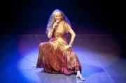 Abraçar e Agradecer, il disco che celebra 50 anni di carriera di Maria Bethânia