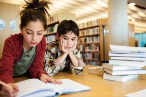 kids-in-school-library