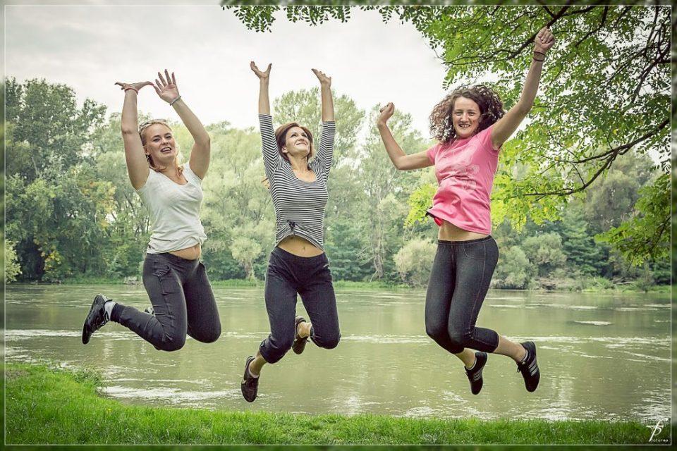jumping-444612_1920