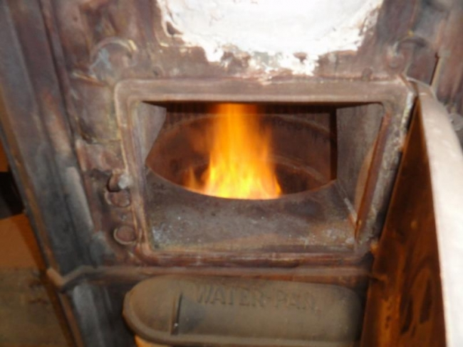 Gravity furnace combustion. Photo by InterNACHI member Bob Elliot