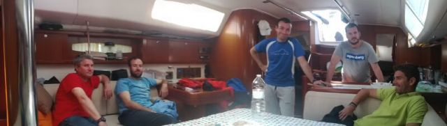 Dentro del velero