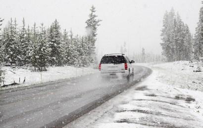 Nicht angepasste Geschwindigkeit bei schneebedeckter Fahrbahn