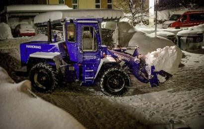 Amberger THW-Kräfte räumen Schnee in Traunstein