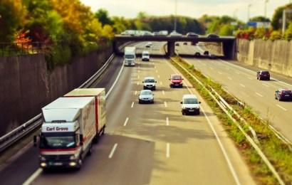 Lkw flüchtet nach Unfall an AS Neutraubling