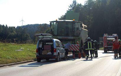 Der Mähdrescher verursachte einen Feuerwehreinsatz Foto: Pressedienst Wagner