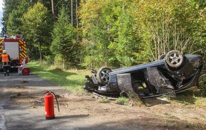 Schwerer Verkehrsunfall bei Waldhaus