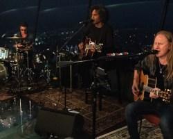 """Alice In Chains tocó en """"La Aguja espacial"""" de Seattle en la previa del lanzamiento de su nuevo álbum"""