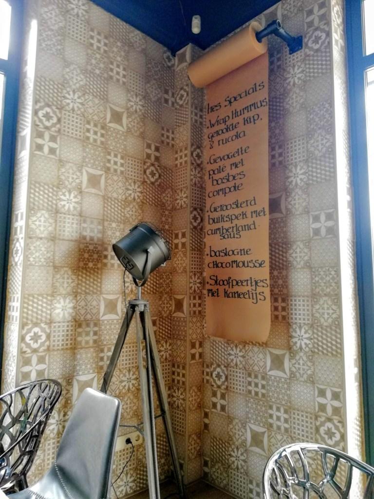 De inrichting met de specials kaart van Tres Tapas & Wine Bar in Veenendaal