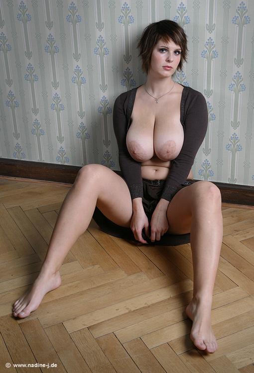 Nadine J De