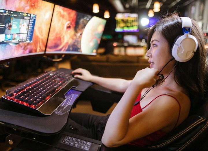 women gaming