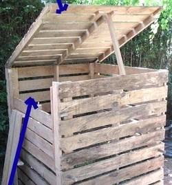 composteur avec des palettes en bois