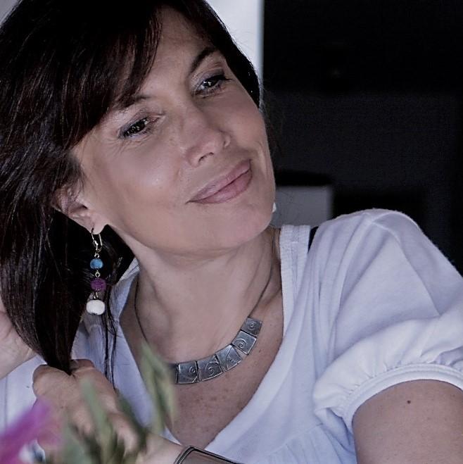 MIENTRAS HABLAN LAS FLORES Y OTROS POEMAS. Silvia Arazi