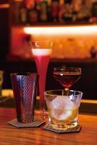 ドリンクは一杯800円~。お酒の飲み方から丁寧に教えてくれるので初心者でもまずは気軽な気持ちで訪れて