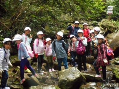 自然体験活動で沢登り1stステージ 諫早青少年自然の家