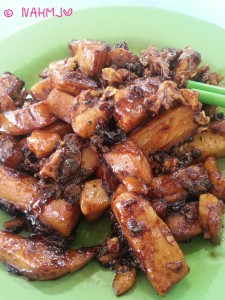 Must Eat Food for Visitors in Singapore - Fried Carrot Cake