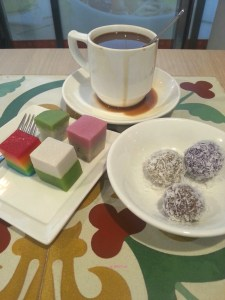 HarriAnn's Delight - Set A5 with Bite-size Kueh and Ondeh Ondeh