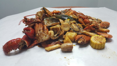 Ju Dian BBQ Restaurant On StarTaster - Seafood Bucket Contents on the table