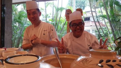 Weekend Afternoon Tea At Tea Lounge Of Regent Hotel - Chef at the Buffet