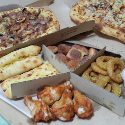 The Awesome 4-Some Of Domino's Singapore - 4-some pack and pizza