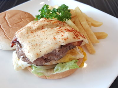 Chef's Hat At Hougang Green Singapore - 100% Homemade Beef Burger ($13.90)