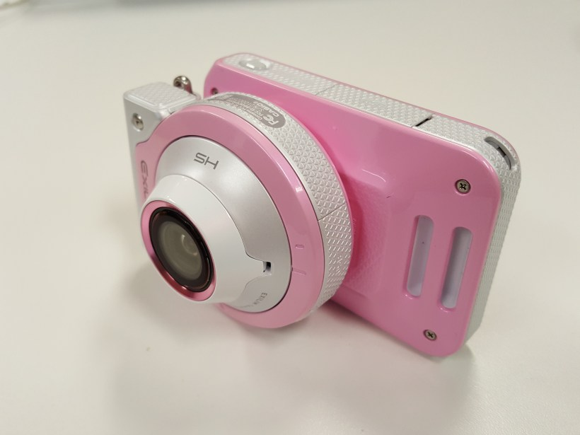 Casio EX-FR100L New Camera Great For OOTD, Making One Look Tall And Slender With Long Legs - Lateral View