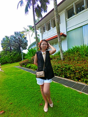 Casio Exilim EX-FR100L New Camera Great For OOTD, Making One Look Tall And Slender With Long Legs - Long Leg Standing