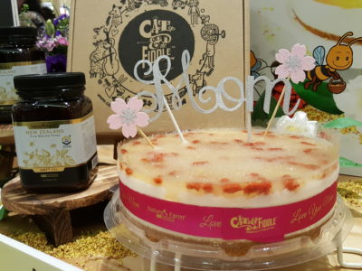 Queen Bee Mother's Day Cheesecake By Cat & The Fiddle X Nature's Farm -Queen Bee Mother's Day Cheesecake + Nature's Farm Manuka Honey Bundle ($99)