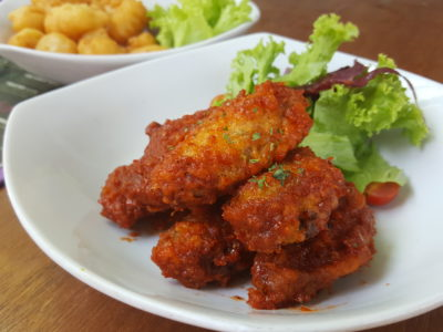 Toby's The Dessert Asylum, Family Oriented Cafe In The West At TradeHub21 - Spicy Hot Wings ($8.90)