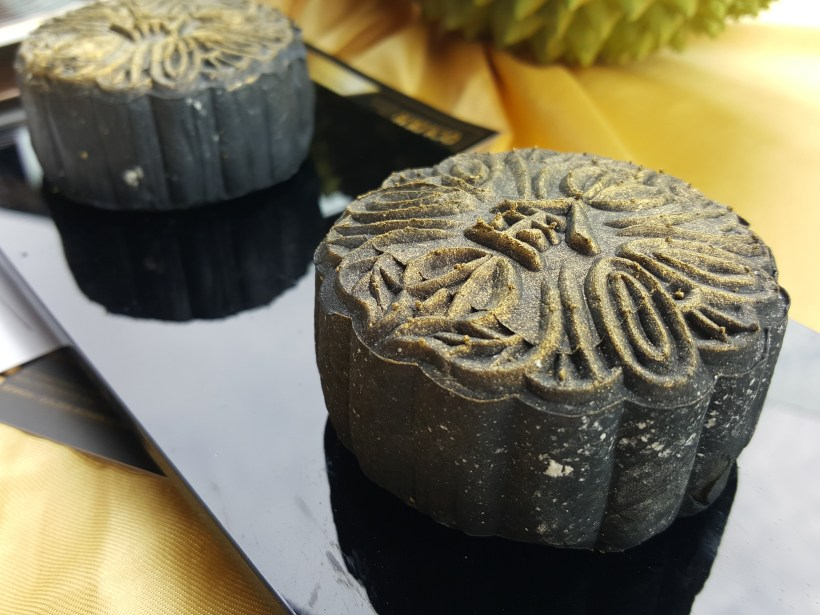 Golden Moments 100% Mao Shan Wang Durian Mooncake For 2017 Mid-autumn Festival - Golden Moments Durian Mooncakes
