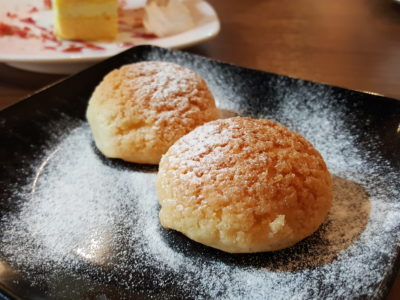 Mao Shan Wang Cafe By Four Seasons Durians At Temple Street, For The Durian Fans - Mao Shan Wang Ice Cream Puffs ($15.80 for 6)