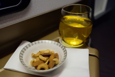 Business Class SQ336 From Singapore To Paris - Champagne and warm nuts