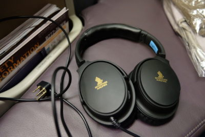 Flying Singapore Airlines Business Class SQ336 From Singapore To Paris - Headphones