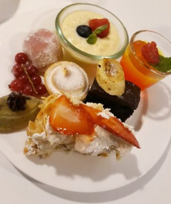 Surf and Turf Buffet @ Royale, Mercure Singapore Bugis - My selection of desserts
