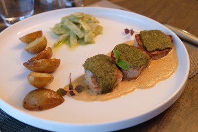 Le Clair de Lune Restaurant In Lille - Veal scallop, savory viennoise and Boulogne cream camembert